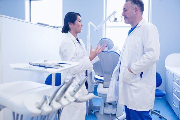 Male Dentist vs Female Dentist